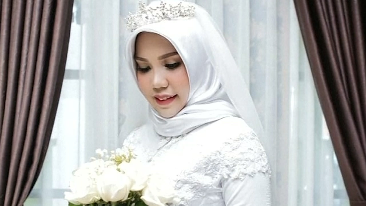 Indonesian woman who lost fiance in Lion Air crash goes ahead with their planned wedding