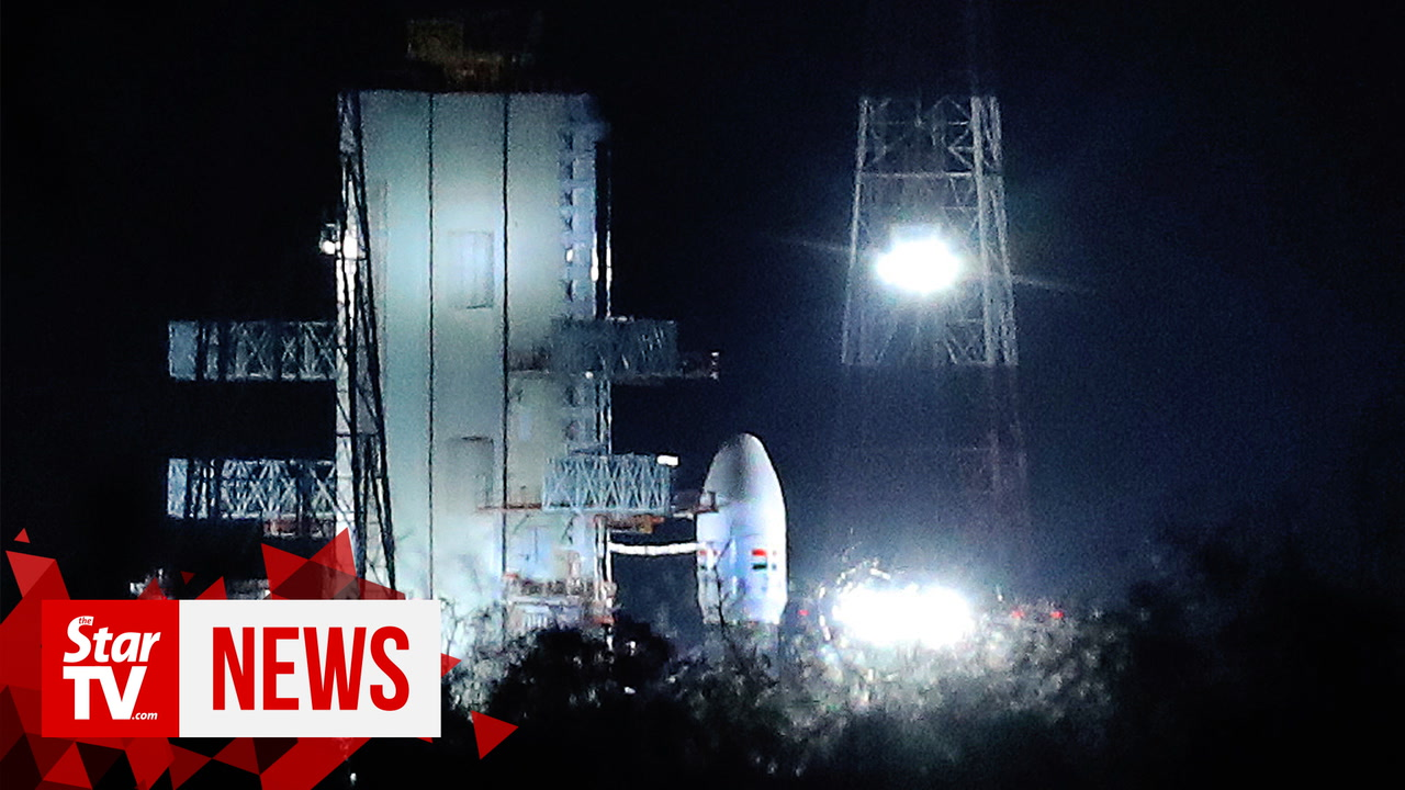 India halts historic moon mission at final hour